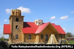 Будівництво нового дерев'яного храму біля церкви Різдва Пресвятої Богородиці, Петриківський район Дніпропетровської області, 2010 рік