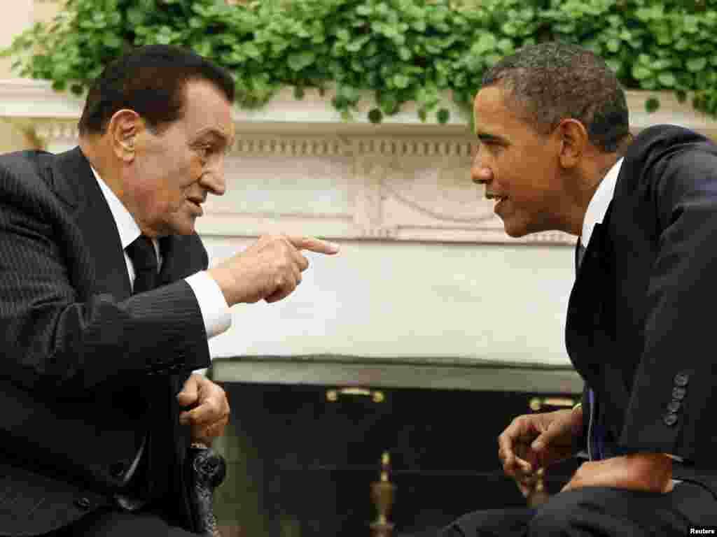 Mubarak holds talks with U.S. President Barack Obama at the White House in September 2010.