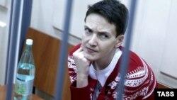 Украиналық ұшқыш Надежда Савченко Мәскеу сотында. 4 наурыз 2015 жыл.