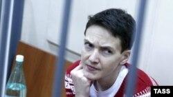 Надежда Савченко в московском суде 4 марта 2015 года