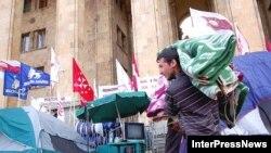 Оппозиция не собирается сворачивать палаточный городок у стен грузинского парламента