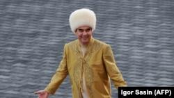 Nedavan nestanak iz javnosti turkmenistanskog autoritarnog predsednika Gurganbulija Berdimuhamedova dao je priliku vodećim komičarima da ismevaju njegove ekscentričnosti