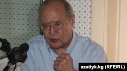 """Мурат Ауэзов """"Азаттыктын"""" Бишкектеги студиясында."""