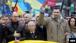 УДАР партиясының жетекшісі Виталий Кличко жақтастарымен бірге. Киев, 1 желтоқсан 2013 жыл