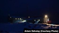 Українська антарктична станція «Академік Вернадський» вночі