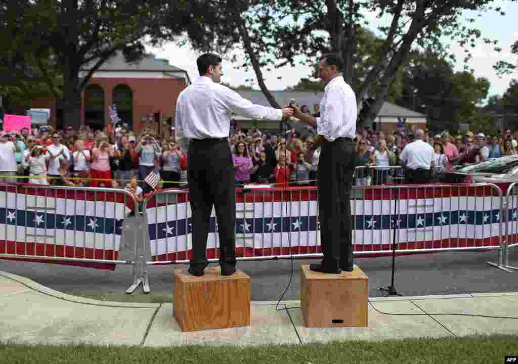 Митт Ромни и кандидат в вице-президенты Пол Райан на встрече с избирателями в Ашленде, штат Вирджиния
