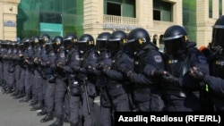 Interventna policija pred proteste