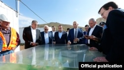 Armenia - Prime Minister Hovik Abrahamian (C) and U.S. Ambassador Richard Mills (R) visit the Amulsar gold deposit, 15Aug2015.