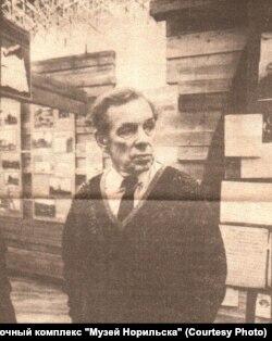 Георгий Жженов в музее Норильска. 2000 г.
