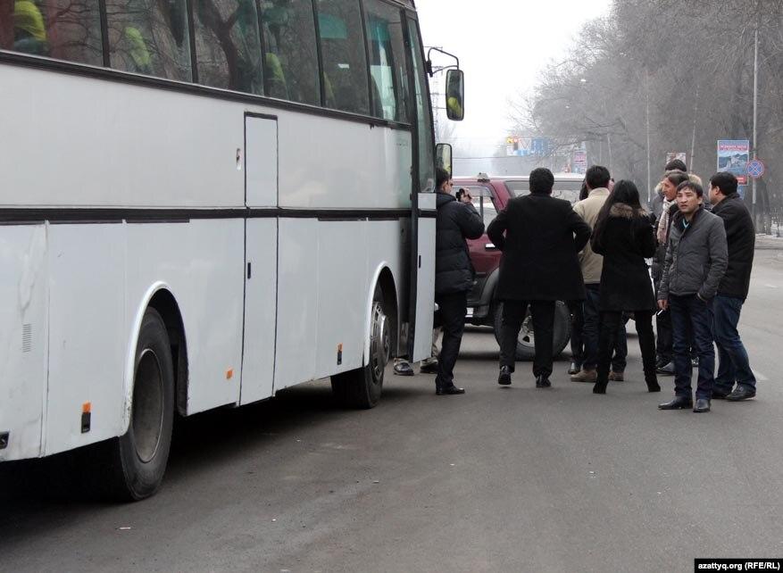 На київський Євромайдан поїхали щонайменше три сотні хмельничан