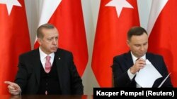 Թուրքիայի նախագահ Ռեջեփ Էրդողան և Լեհաստանի նախագահ Անջեյ Դուդա, Վարշավա, 17-ը հոկտեմբերի, 2017 թ․