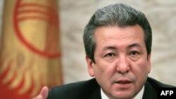 """""""Бүтүн Кыргызстан"""" партиясынын лидери Адахан Мадумаровду """"Бакиевдин обоймасындагы саясатчы"""" катары аты чыгууда"""