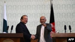 Pakistani Prime Minster Nawaz Sharif (L) shakes hands with Afghan President Ashraf Ghani during a press conference at the Presidential palace in Kabul on May 12.