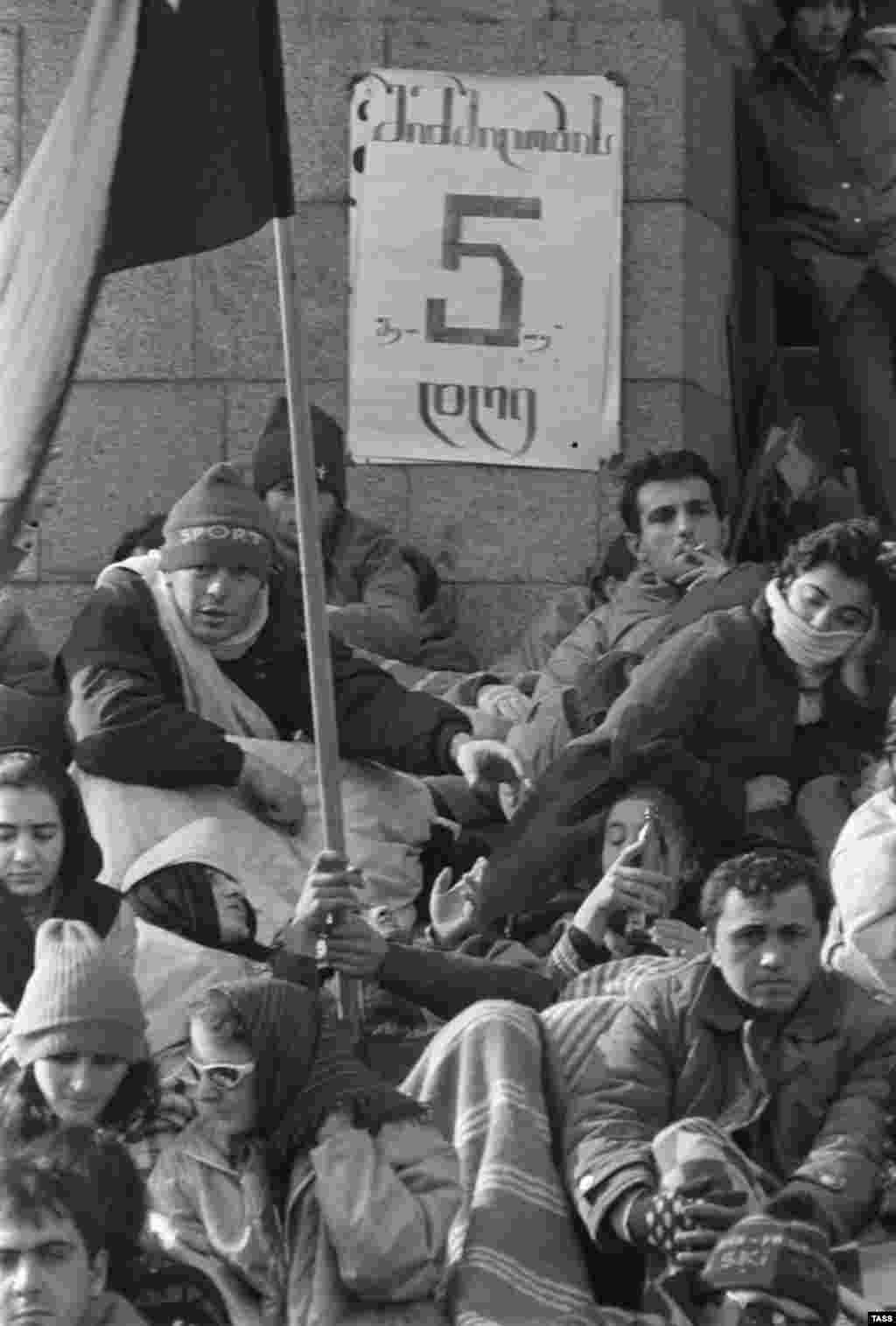 "Months before the peak of the protests, young people were already staging hunger strikes to demand independence for Georgia. Here, a banner states ""Day 5 of the hunger strike"" in front of the Georgian parliament building on November 28, 1988."