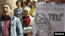 Ukrainian journalists and TVi supporters protest against media censorship in front of the National Television and Radio Broadcasting Council in Kyiv on September 12.