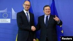 Европа Комиссияси Президенти Ж.М.Баррозо (ў) ва Украина Бош вазири А.Яценюк
