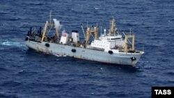 Рятувальний корабель МНС Росії в Охотському морі