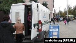 Передвижной пункт обмена валют в белорусском городе Гомель.