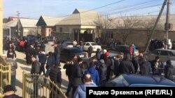 В Дагестане продолжается противостояние мусульман так называемого салафитского толка с правоохранительными органами. В последнее время оно обострилось из-за закрытия нескольких мечетей, которые считаются салафитскими
