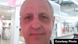 56-летний человек без гражданства Абдрэшид Кушаев, бежавший из Узбекистана, в одном из торговых центров города Тарту, Эстония. 18 июня 2020 года.