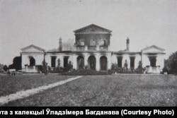 Палац у Кабаках каля Бярозы-Картускай, 1915. Пабудаваны ў ХІХ стагодзьдзі. Быў моцна пашкоджаны ў 1939 годзе, у 1950-я разабраны насельніцтвам на будматэрыялы