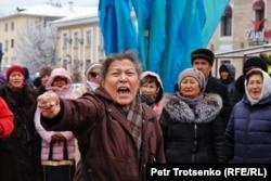 Участница митинга в Алматы, 16 декабря 2019 года.