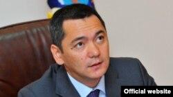 Мурдагы премьер-министр Өмүрбек Бабанов 33 млн. сом киреше көргөн.