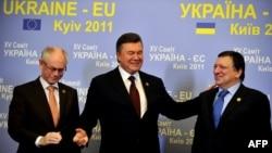 Прэзыдэнт Украіны Віктар Януковіч і прэзыдэнт Эўракамісіі Жазэ Мануэл Барозу