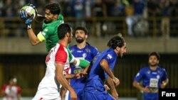 استقلال تهران موفق شد با نتیجه سه بر یک گل ریحان البرز را حذف کند.