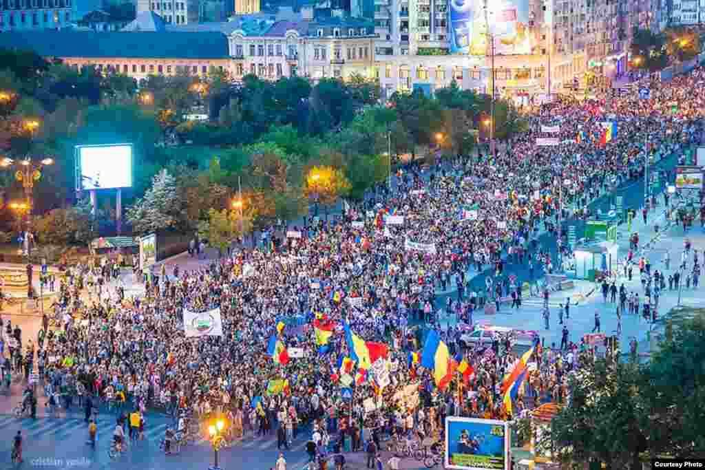 Romania, massive protest against the Rosia Montana gold mine project