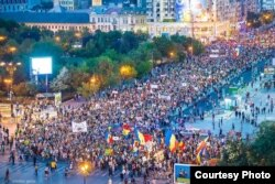 Mii de români au ieșit pe străzi în 2013 pentru a protesta împotriva exploatării aurului cu cianuri