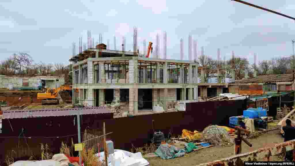 Будівництво на березі