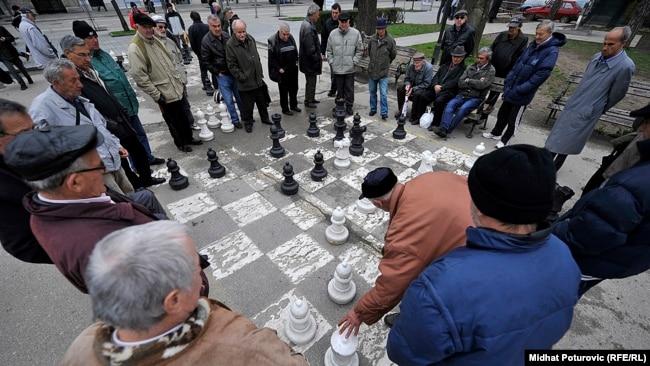 Nakon plaćenih računa, malo novca ostane za hranu: Penzioneri u Sarajevu