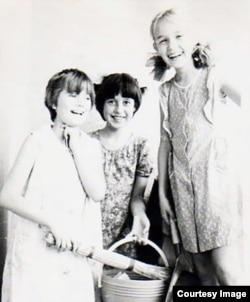 Анна в секте Виктора Столбуна (в центре). Фото: из личного архива Анны Чедии Сандермоен