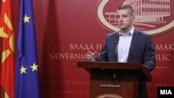 Дистрибуцијата на картичките до социјално загрозените семејства ќе ја спроведува Министерството за труд и социјала, рече министерот за информатичко општество и администрација, Дамјан Манчевски.