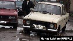 """Такси в дачном массиве """"Жомарт"""". Алматинская область, 3 мая 2013 года."""