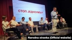 """""""Sam SZS okupio je niz stranaka i organizacija, ali iz nekog nikada baš razjašnjenog razloga u njemu upadljivo dominiraju stranke desnog centra"""", piše Pančić"""