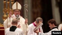 Papa Françesku gjatë meshës së Krishtlindjeve