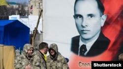 Портрет с изображением лидера Организации украинских националистов Степана Бандеры в Киеве. Февраль 2014 года.