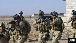جنود أميركيون يدربون قوات عراقية