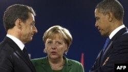 Канны (Франция): канцлер Германии Ангела Меркель беседует с президентами Франции и США - Николя Саркози и Бараком Обамой