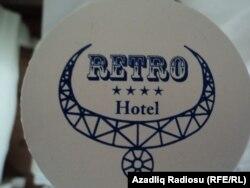 Retro Hotelin loqosu