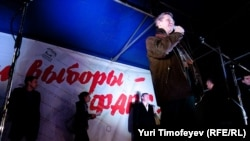 Vladimir Ryzhkov spoke at the opposition protest in central Moscow.