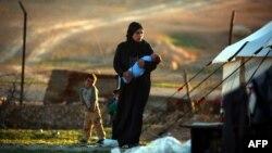 Женщина в одном из временных лагерей для беженцев в Сирии. Иллюстративное фото.
