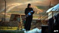 Сириядағы босқындар лагеріндегі адамдар. 2017 жыл. (Көрнекі сурет)
