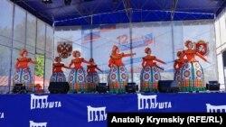 Танцы, песни и обмен футболками: как в Крыму прошел День России (фоторепортаж)