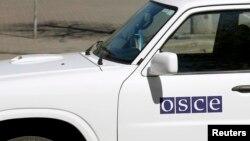 Автомобиль миссии ОБСЕ на востоке Украины.