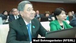 Парламент мәжілісі төрағалығына ұсынылған депутат Бақтықожа Ізмұхамбетов. Астана, 25 наурыз 2016 жыл.