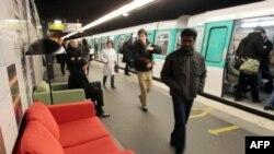 В парижском метро приветствуется креатив.
