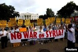 Сирияға әскери соққы беруге қарсы Ақ үйдің алдындағы наразылық акциясы. Вашингтон, 29 тамыз 2013 жыл.